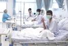 Chlapci vyproštění z thajské jeskyně v nemocnici.