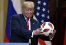Trump na summitu v Helsinkách.