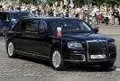 Putinova limuzína při cestě do na summit v Hlesinkách.