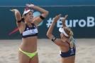 Hermannová se společně se Slukovou radují ve čtvrtfinále.