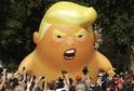 Šestimetrová nafukovací karikatura amerického prezidenta Donalda Trumpa.