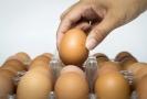 Na trhu v Indonésii musela kvůli vysoké poptávce a nízkým zásobám vajec zasáhnout vláda.