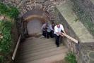 Na hradě Krakovci pracují vězni.