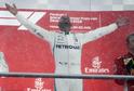 Lewis Hamilton slavící triumf z Velké ceny Německa.