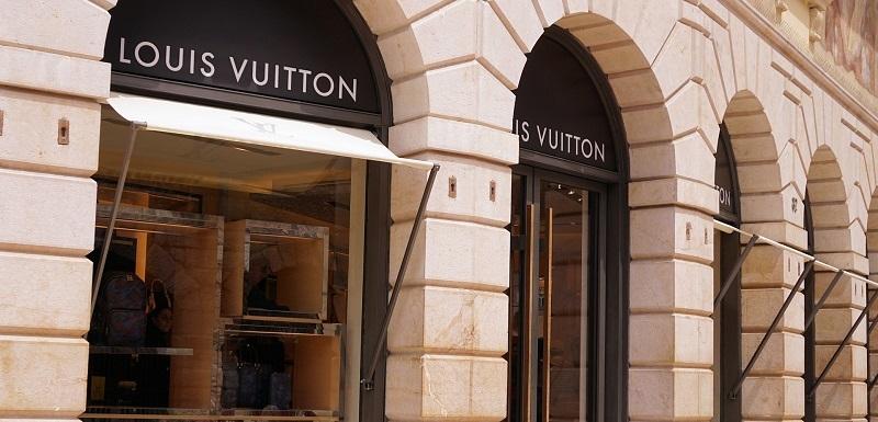 Francouzské společnosti Louis Vuitton se v Česku daří. 3fb50b14682