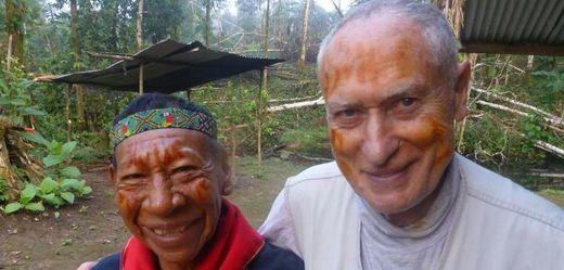 Etnolog a kulturní antropolog Mnislav Zelený se 22. května 2018 v ekvádorské džungli setkal s indiánem z kmene Kofánů Alejandrem, kterého před více než čtyřiceti lety porazil v čestném souboji.