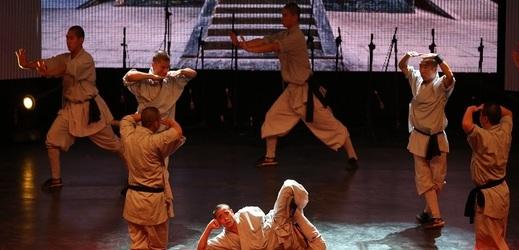 Čína hledá sportovní talenty i v šaolinském chrámu.