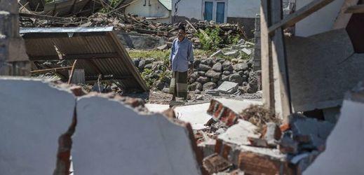 Kayangan po zemětřesení, ostrov Lombok.