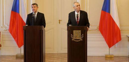 Andrej Babiš a Miloš Zeman (vpravo).