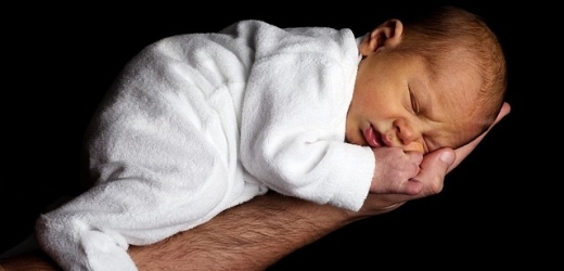 Místo gratulací se novorozenec dočkal výhrůžek smrti (ilustrační foto).