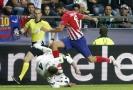 Souboj, kdy Costa trefuje kopačkou Ramose do hlavy.
