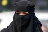 Muslimka odmítla podat ruku muži. Vysoudila odškodné