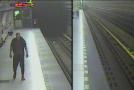 Policisté hledají muže podezřelého z napadení v pražském metru.