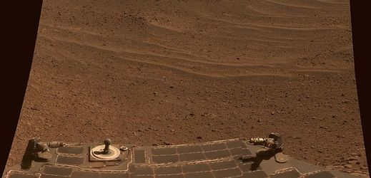 Povrch Marsu (foceno z výzkumného vozítka Opportunity).