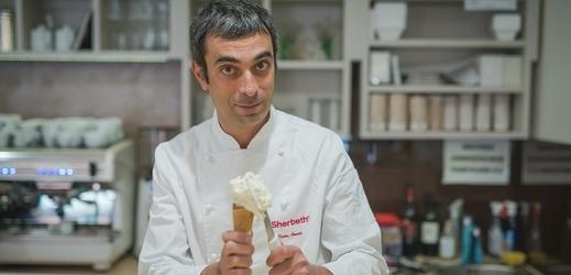 Pietro Amato se narodil v Itálii, do Česka odešel za manželkou a v Praze vyrábí poctivou řemeslnou zmrzlinu.
