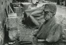 Fotografie Josefa Sudka z roku 1945, která je součástí výstavy Josef Sudek: Topografie sutin.