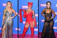Červený latex, biče a šperky za 90 milionů: Co hvězdy oblékly na předávání cen MTV?