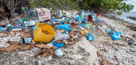 Plastové znečištění.