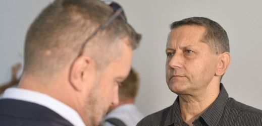 The accused policeman Vladimir Slavotinek (right) at the court in Pilsen.