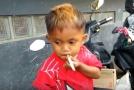 Dvouletý chlapec vykouřil denně 40 cigaret.