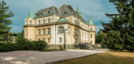 Letní sídlo Kramáře ve Vysokém nad Jizerou slouží jako hotel.