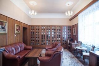 Na snímku je místnost, kde měl Kramář údajně pracovnu.