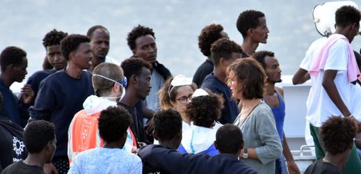 Loď Diciotti s běženci.