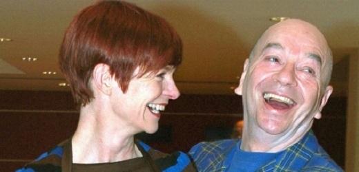 Lindsay Kemp a návrhářka a kostymérka Sandy Powellová.