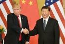 Americký prezident Donald Trump (vlevo) a jeho čínský protějšek Si Ťin-Pching.