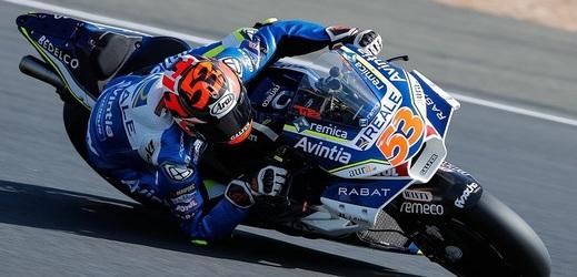 Motocyklista Tito Rabat udělal po operaci první kroky.