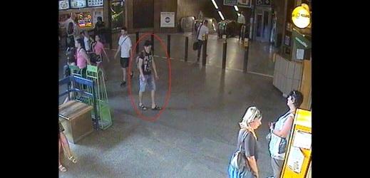 Pozor na muže v okolí metra Ládví!