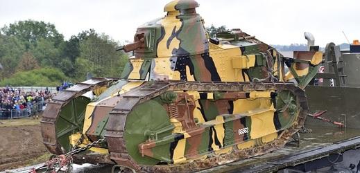 Historický tank Renault FT-17 na Tankovém dni ve Vojenském technickém muzeu Lešany.