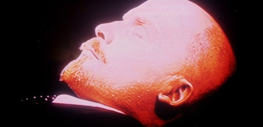 Vůdce ruské bolševické revoluce Vladimír Iljič Lenin v mauzoleu.