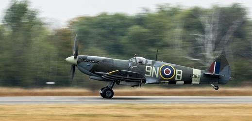 Britský stíhací letoun Spitfire Mk.XVIE.