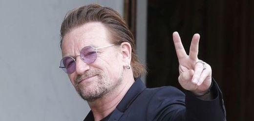 Zpěvák irské rockové kapely U2 Bono.