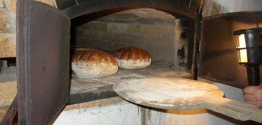 V místních pecích se bude péct posvícenské pečivo.