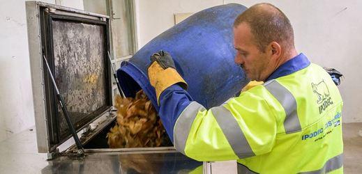 Pražská zoo má elektrický kompostér na bioplasty.