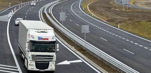 Nový úsek dálnice D7 na Lounsku.
