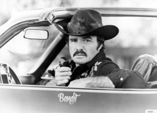 Burt Reynolds ve filmu Polda a bandita.