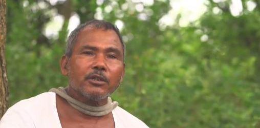 """Indický """"lesní muž"""" vlastnoručně zachraňuje ostrov."""