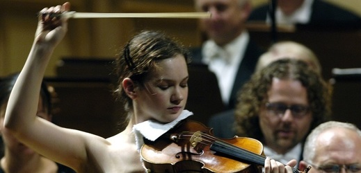 Americká houslistka Hilary Hahnová vystoupí v Praze.