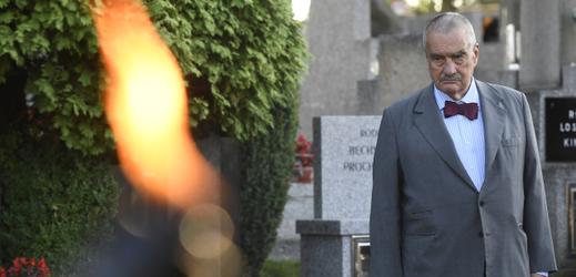 Čestný předseda TOP09 Karel Schwarzenberg vzdal hold památce prezidenta Masaryka.