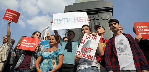 Lidé protestující v Moskvě.