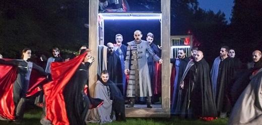 Zkouška hry Dracula.