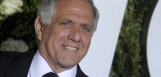 Šéf americké CBS Les Moonves rezignoval.