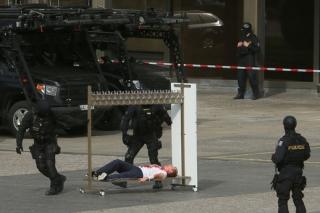 Podle scénáře cvičení zaútočilo zhruba čtyřicet ozbrojenců ráno.