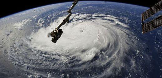 Pohled na hurikán z vesmíru.