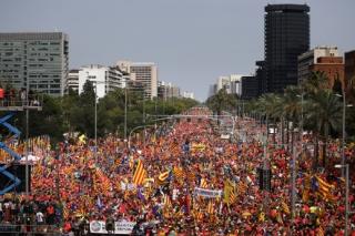 Masa demonstrujících zaplnila ulice.