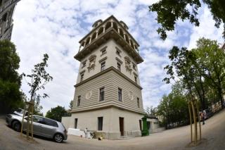 Hájkova rekonstrukce vodárenské věže na Letné pro dům dětí a mládeže a mateřskou školu.