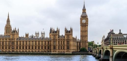 Pohled na Westminsterské opatství a Big Ben.